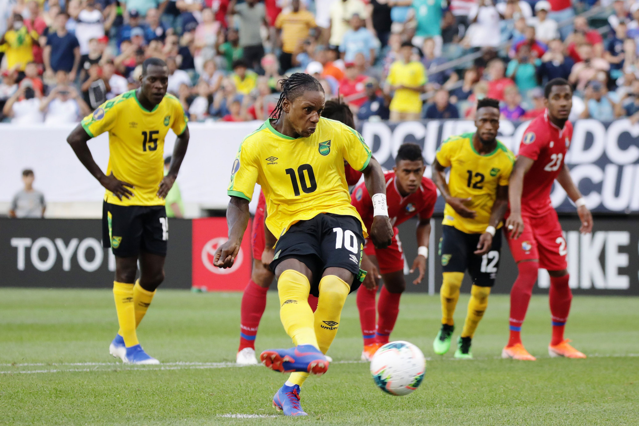 Darren Mattocks scores from the penalty-spot to  give Jamaica a 1-0 lead against Panama ©Getty Images