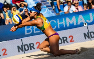 Australia's Mariafe Artacho del Solar and Taliqua Clancy survived arguably the toughest match-up of the women's round of 32 at the Beach World Championships in Hamburg ©Hamburg 2019