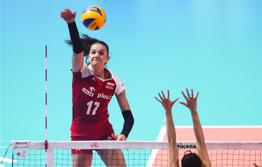 Malwina Smarzek's 32 points was not enough for Poland as they were eliminated following defeat to Brazil ©FIVB