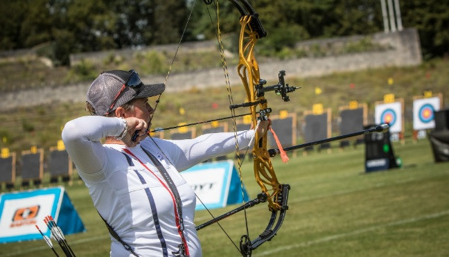 France's Sophie Dodemont and Alexis Ruiz of the US will contest the women's compound final ©World Archery