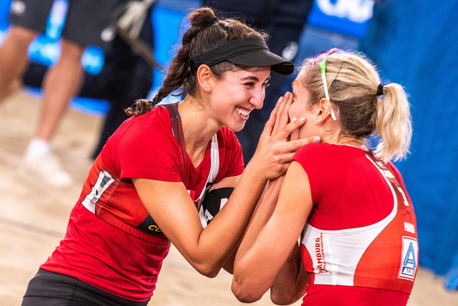 Canada's Melissa Humana-Parades and Sarah Pavan secured the women's title at the Beach Volleyball World Championships in Hamburg today ©FIVB