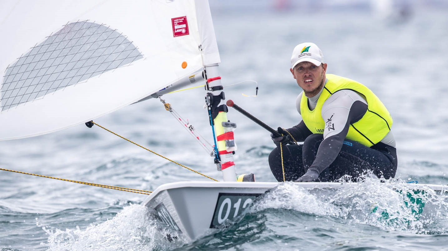 Tom Burton extended his lead in the gold fleet ©Junichi Hirai/Bulkhead Magazine Japan
