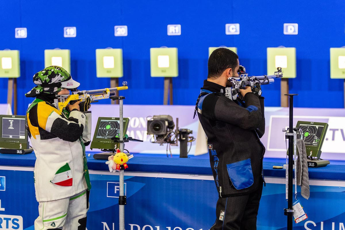 Iran's Najmeh Khedmati and Mahyar Sedaghat were the victors in the mixed team 10m air rifle competition ©FISU