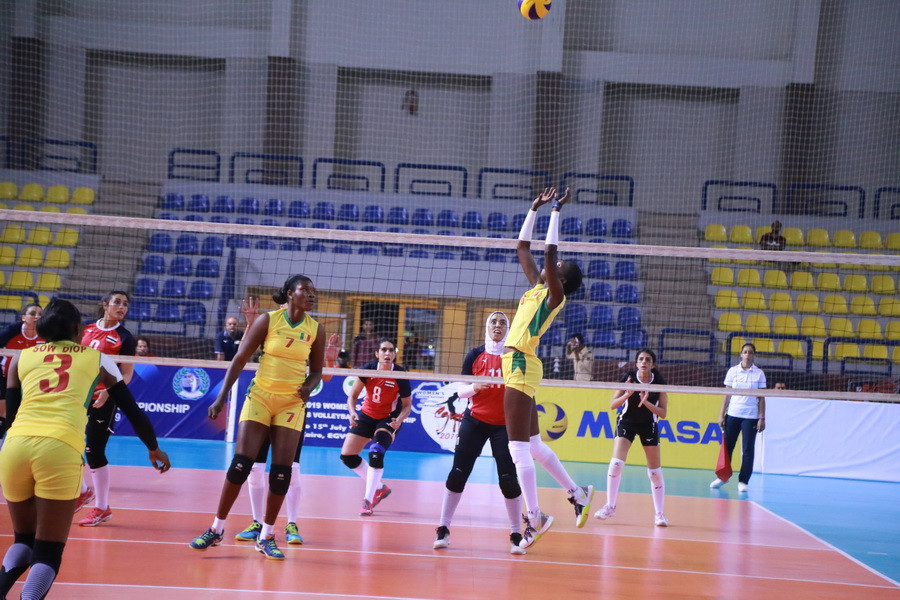 Hosts Egypt beat Senegal in their opening match ©CAVB