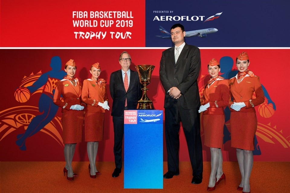 Yao Ming, an ambassador of the 2019 FIBA World Cup, and Frank Leenders, director general of FIBA media and marketing services, with Aeroflot stewardesses at the launch of the Trophy Tour in Beijing in May ©FIBA