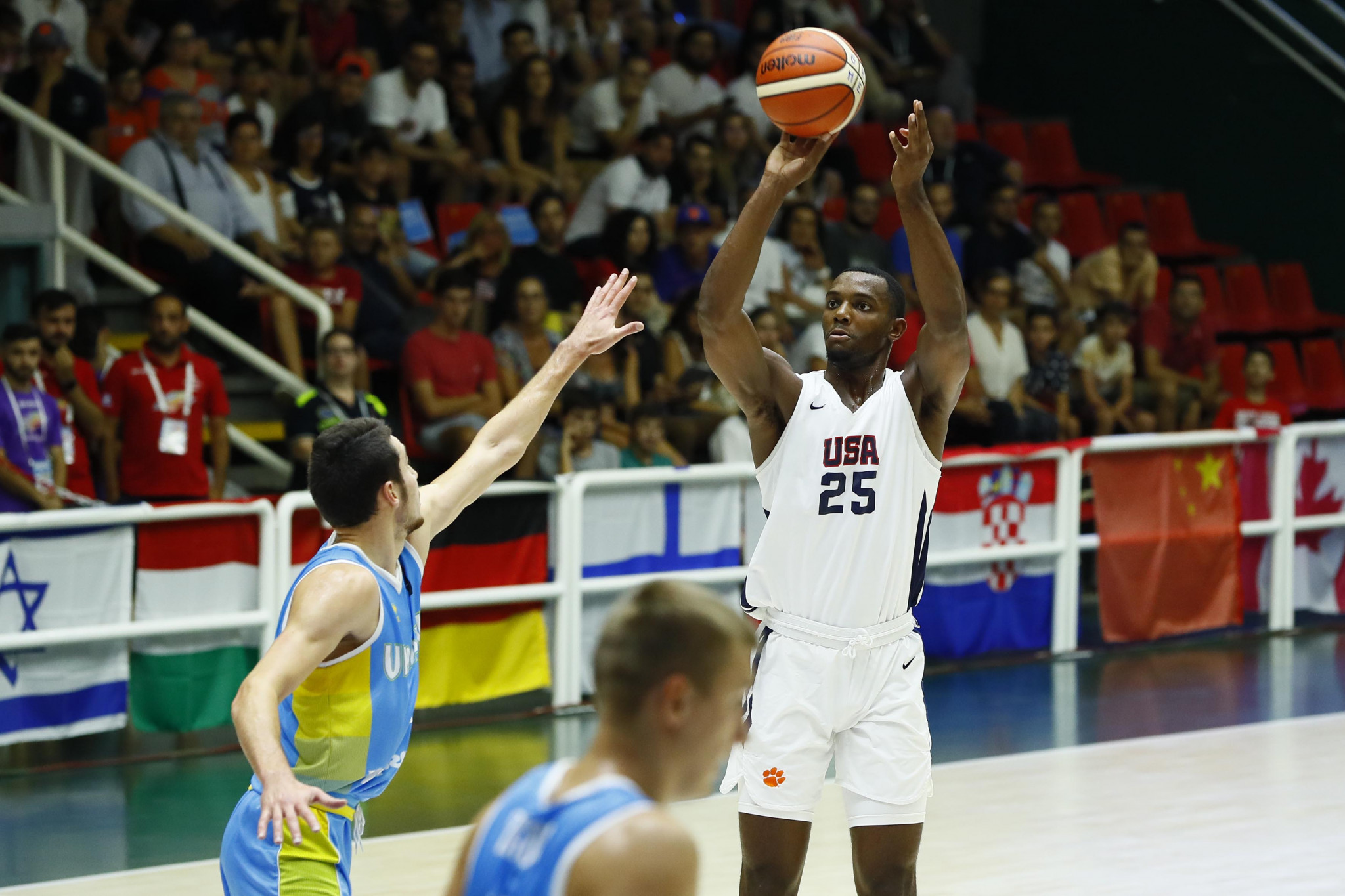 The United States took on Ukraine in the men's basketball gold medal match ©Naples 2019