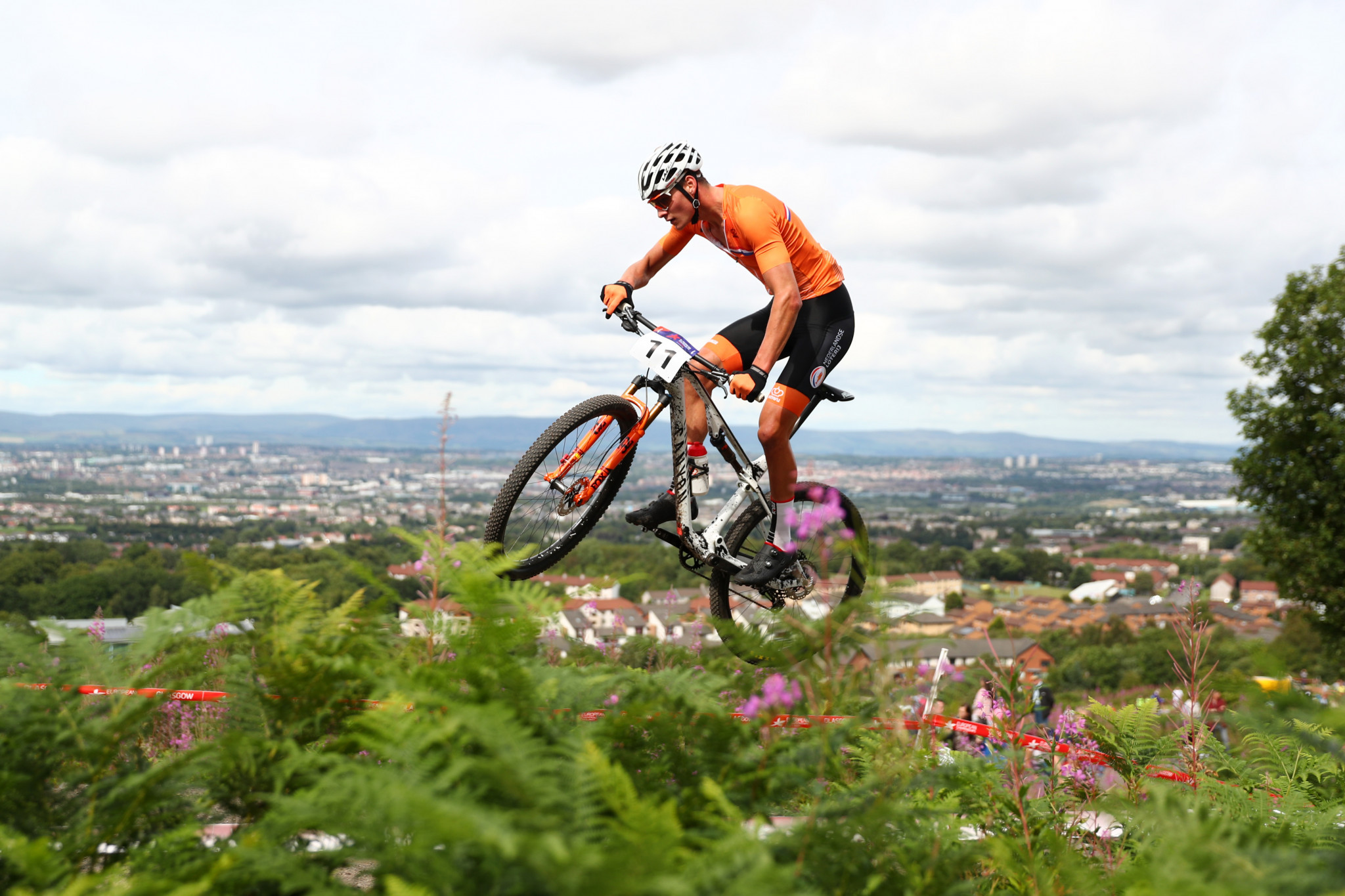 Dutchman van der Poel and American Courtney win cross-country short track events at UCI Mountain Bike World Cup
