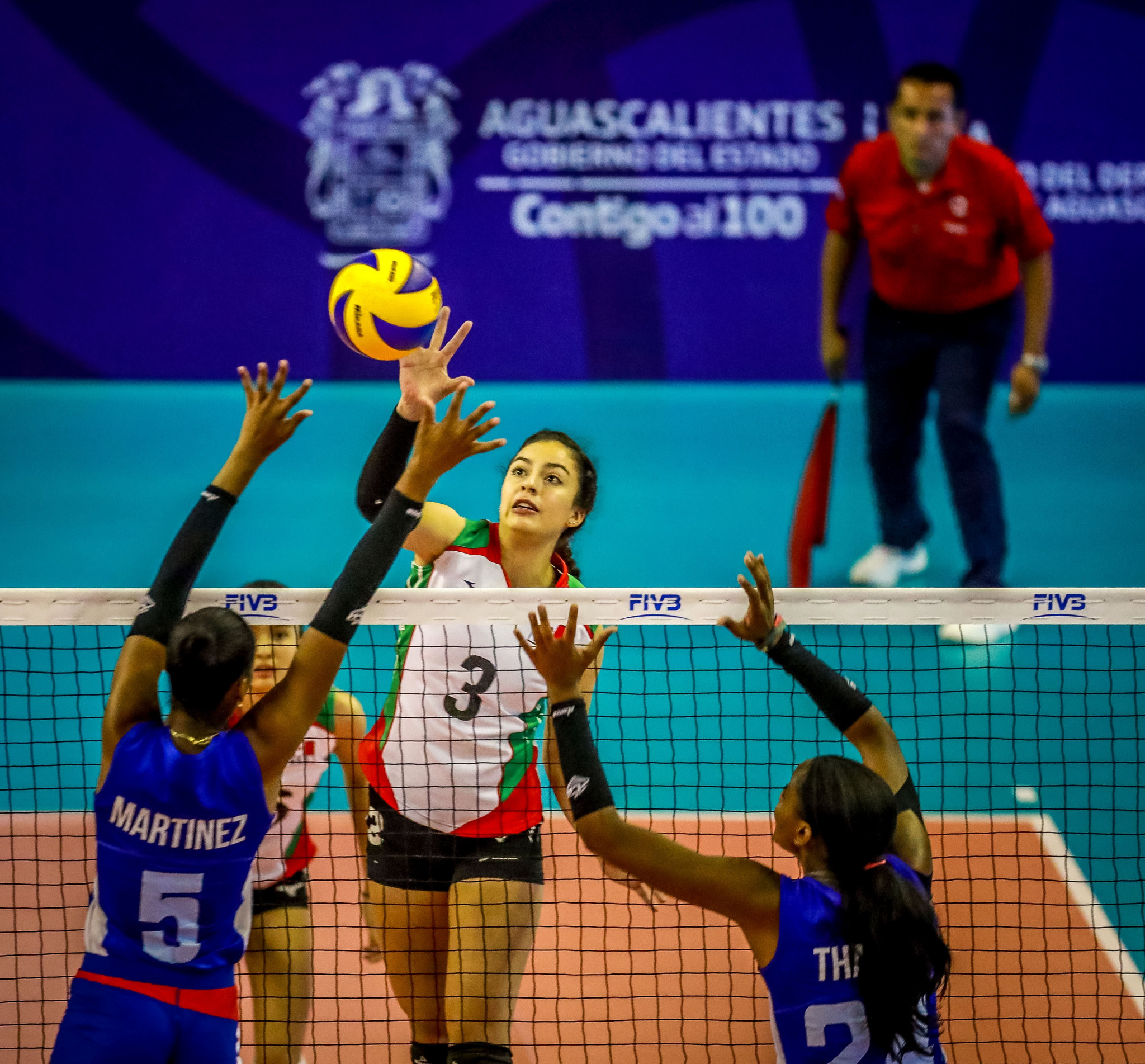 Hosts Mexico got their Pool A campaign under way by beating Cuba in four sets ©FIVB