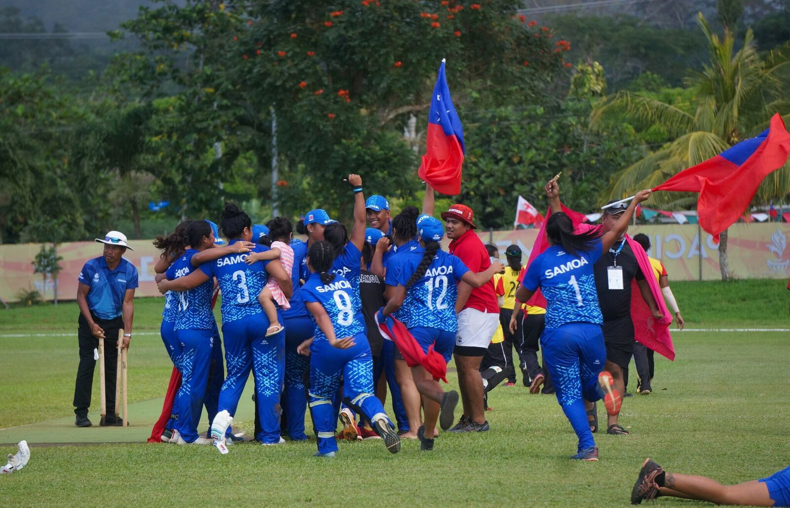 Samoa's players rush onto the field to celebrate after winning gold in the women's cricket ©Samoa 2019