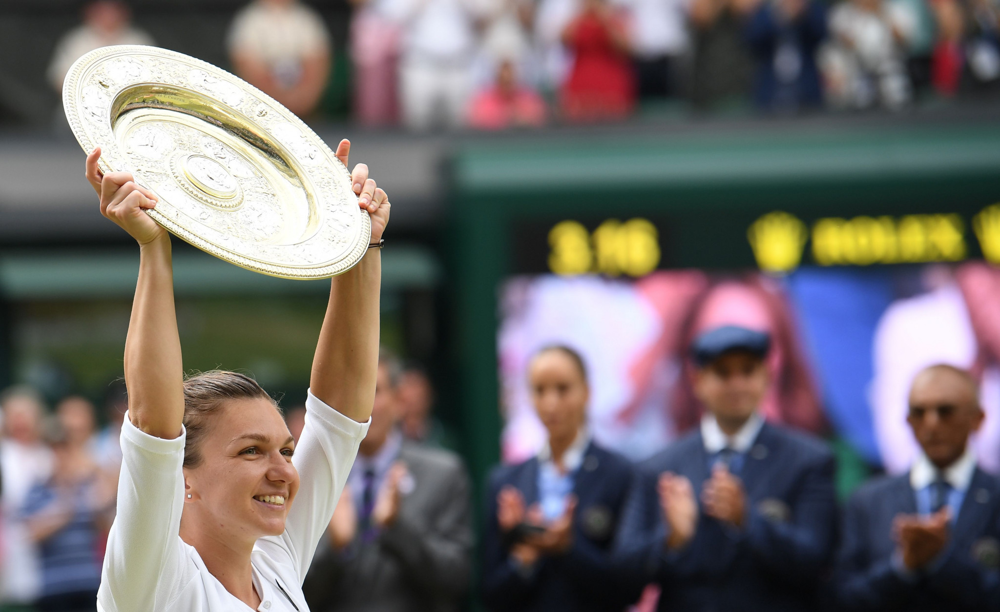 Wimbledon wowed by superb Halep