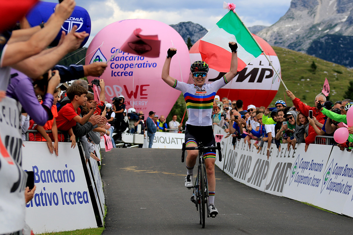 The Netherlands' Anna Van der Breggen beat compatriot Annemiek van Vleuten in the penultimate stage of the Giro Rosa but will likely to concede overall victory tomorrow to her rival ©Giro Rosa