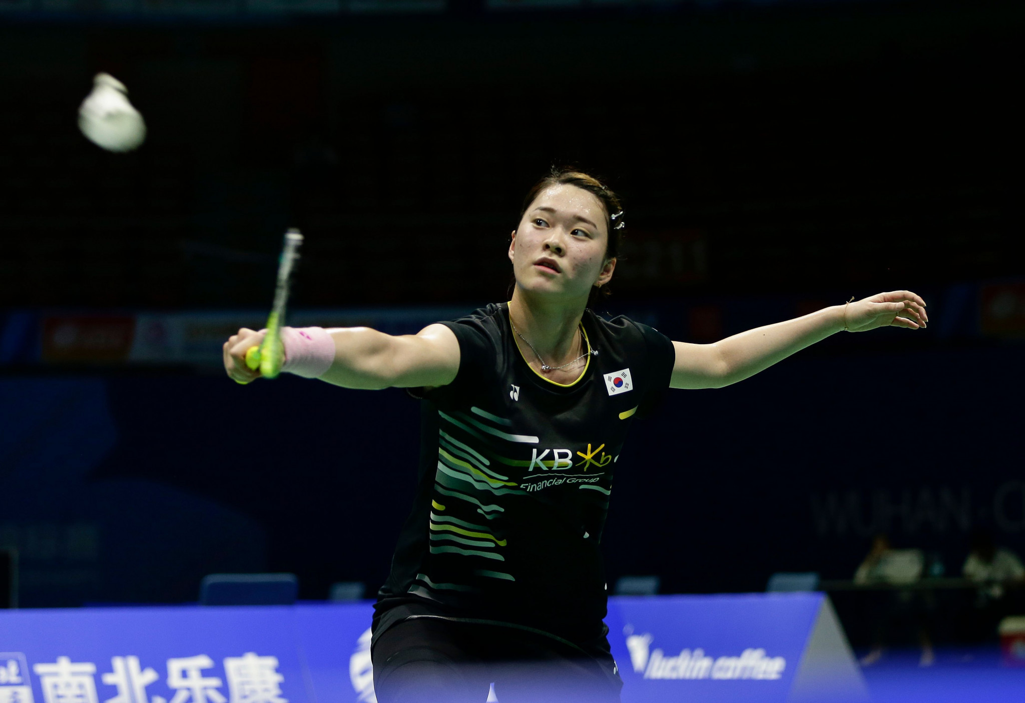 Top women's seed loses semi-final clash as Chinese Taipei qualifier marches on in men's draw at BWF US Open