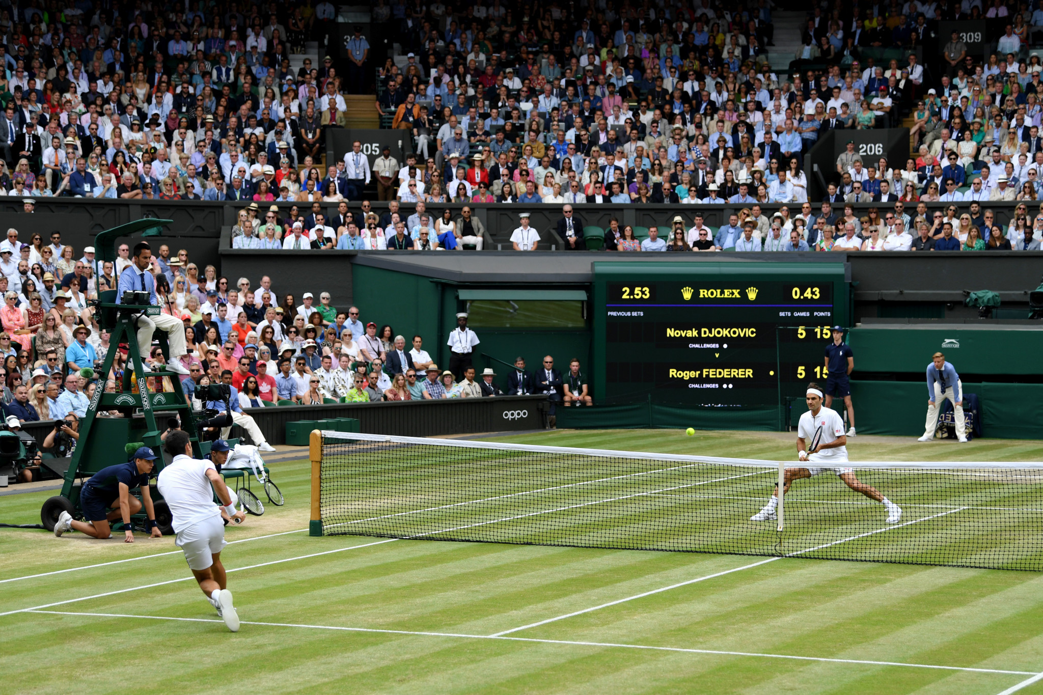 Djokovic tries to find a route past eight-times Wimbledon winner Federer ©Getty Images
