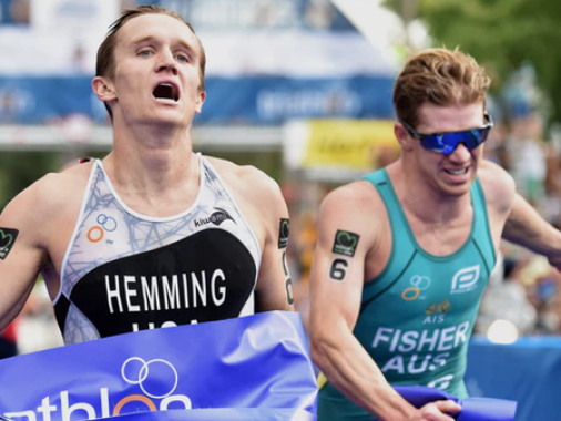 American Eli Hemming won the elite men's race by the narrowest of margins ©ITU