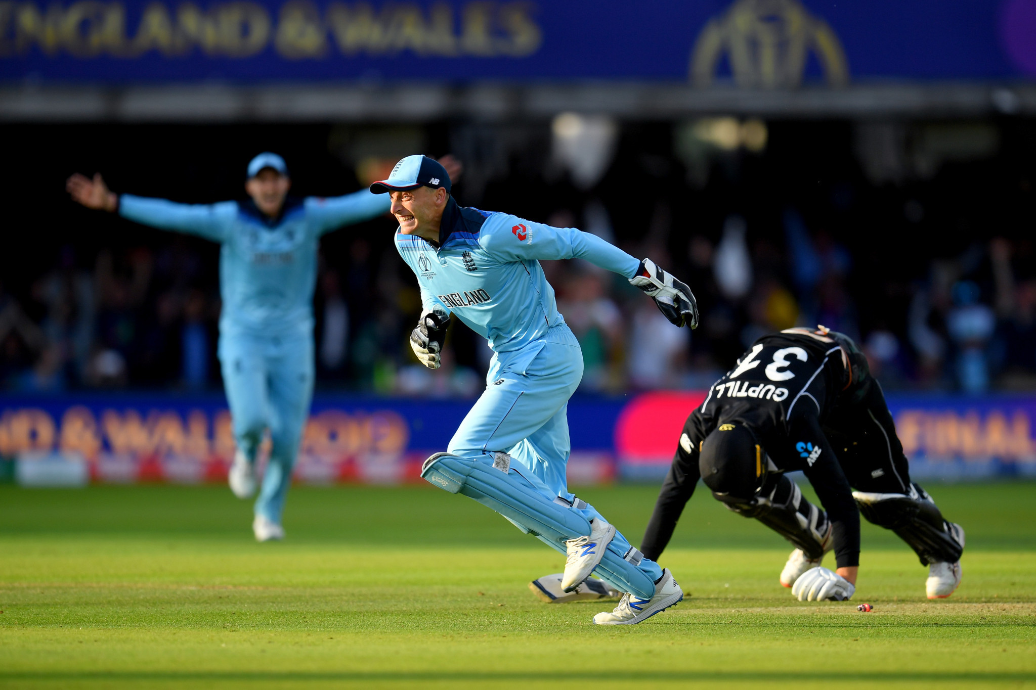 England wicket-keeper Jos Buttler runs out New Zealand's Martin Guptil on the final ball of a dramatic super over to give his side victory in the World Cup final at Lord's ©Getty Images