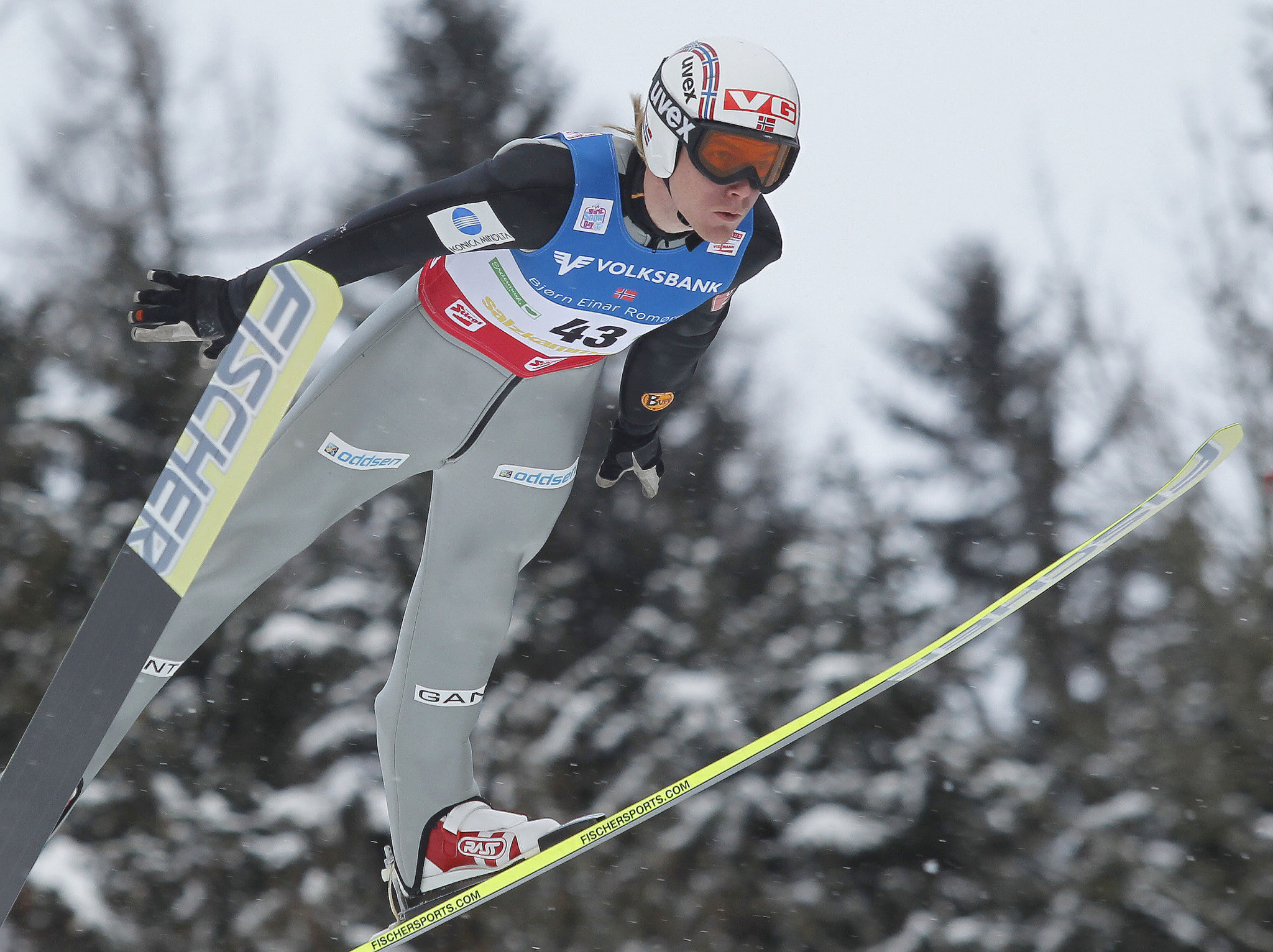 Norwegian ski jumper Romoeren reveals fight against cancer