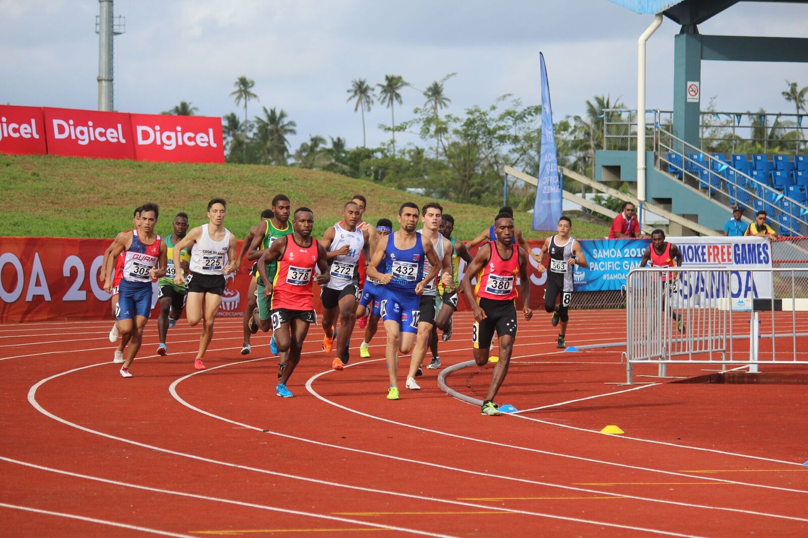 The field rounds a bend during the men's 1500m final ©Games News Service