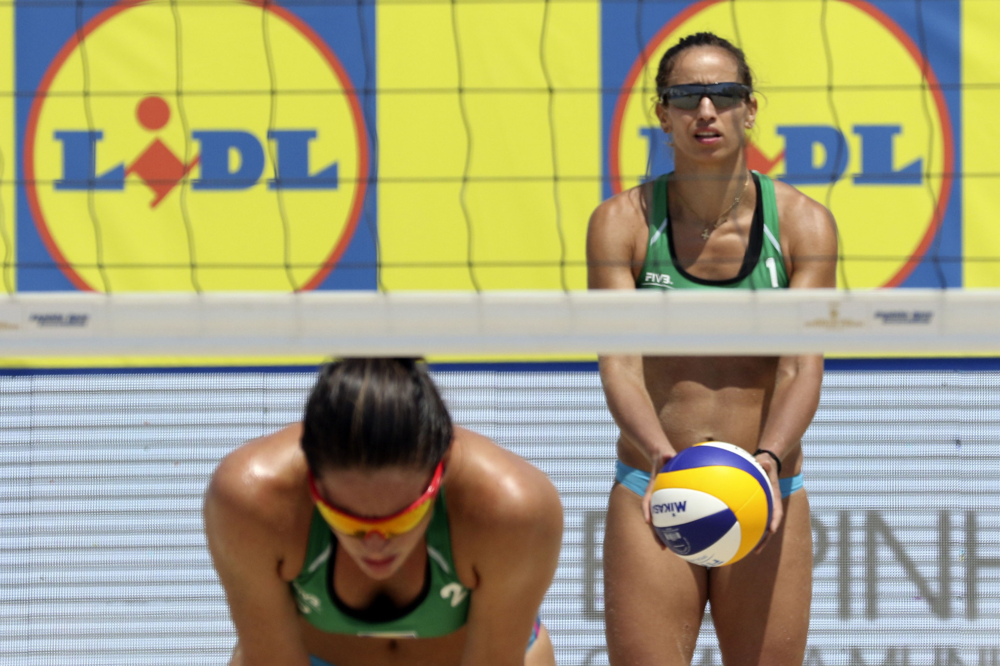 Record-breaker Arvaniti and partner Karagkouni reach main draw at FIVB World Tour in Portugal