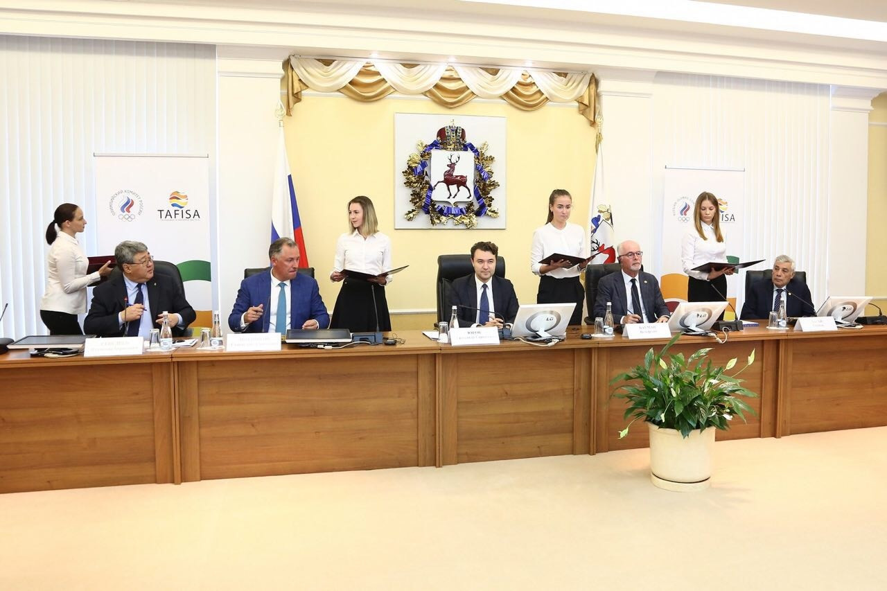 A contract between the ROC and TAFISA was signed at the Nizhny Novgorod Kremlin to confirm the bid ©ROC