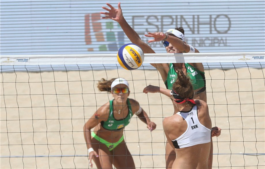 Brazilian pair enjoy comfortable progress to last 16 at FIVB Beach Volleyball World Tour