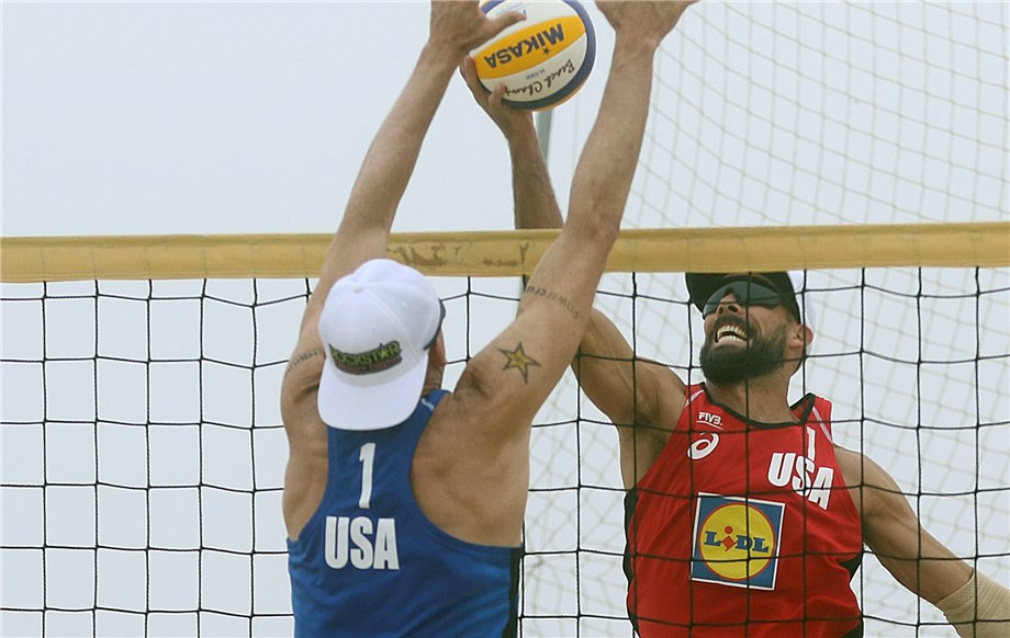 Brazilian top seeds ease into knockout round at FIVB Beach World Tour in Portugal