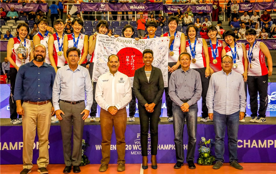 Japan won the title for the first time from two sets down ©FIVB