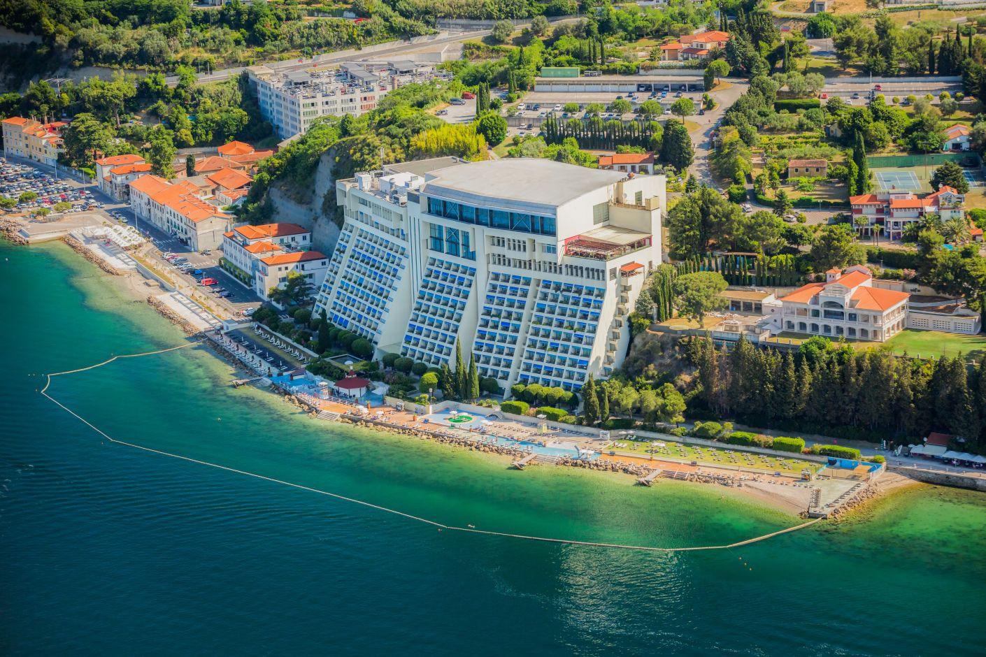 The stunning Grand Hotel Bernadin on the Istrian sea in Portorož will host the FIS Calendar Conference in 2021 ©Grand Hotel Bernadin