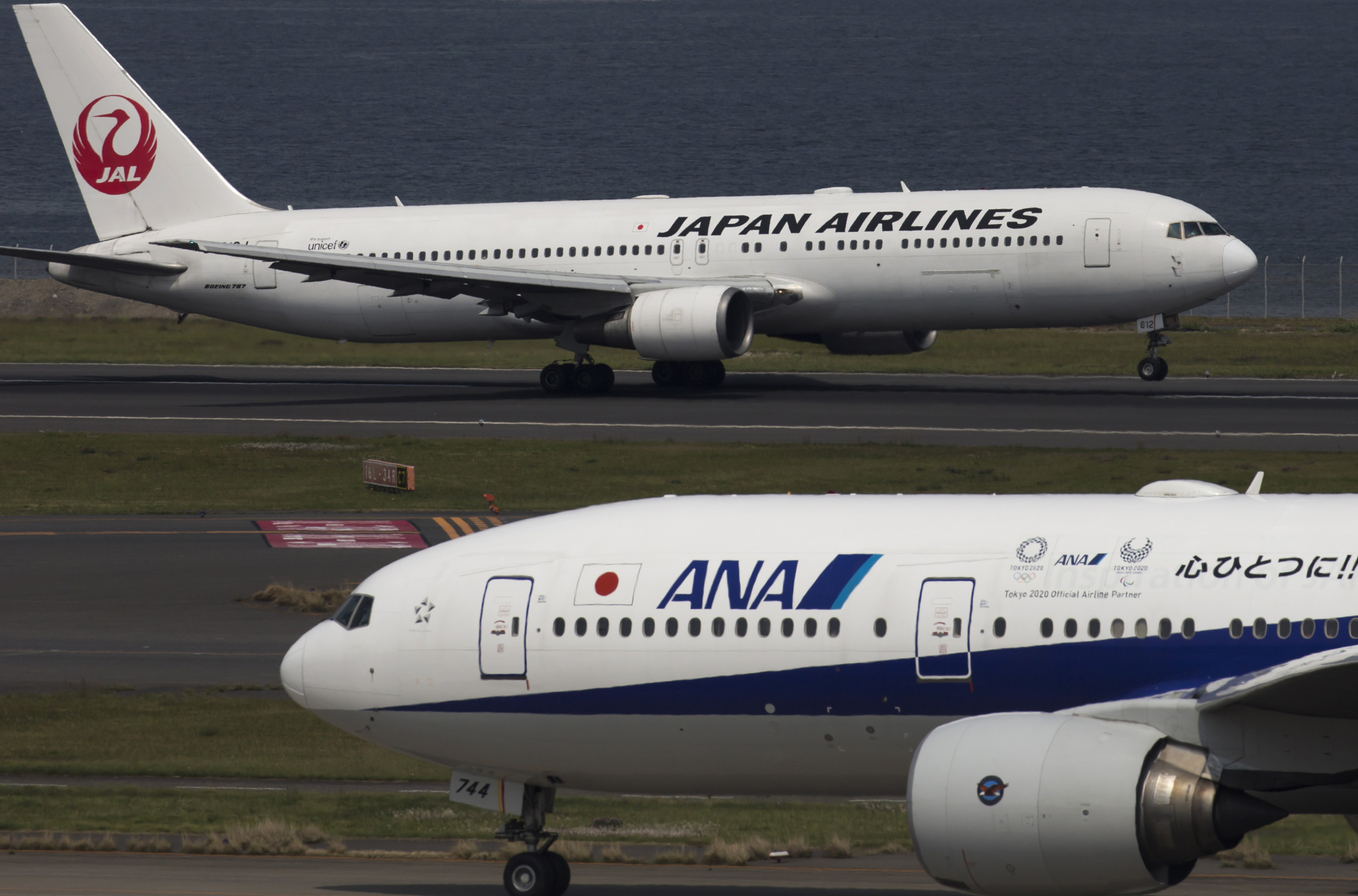 Tokyo 2020 has announced today that it has concluded an agreement with All Nippon Airways and Japan Airlines under which they will serve as supporting partners of the Olympic Torch Relay ©Getty Images