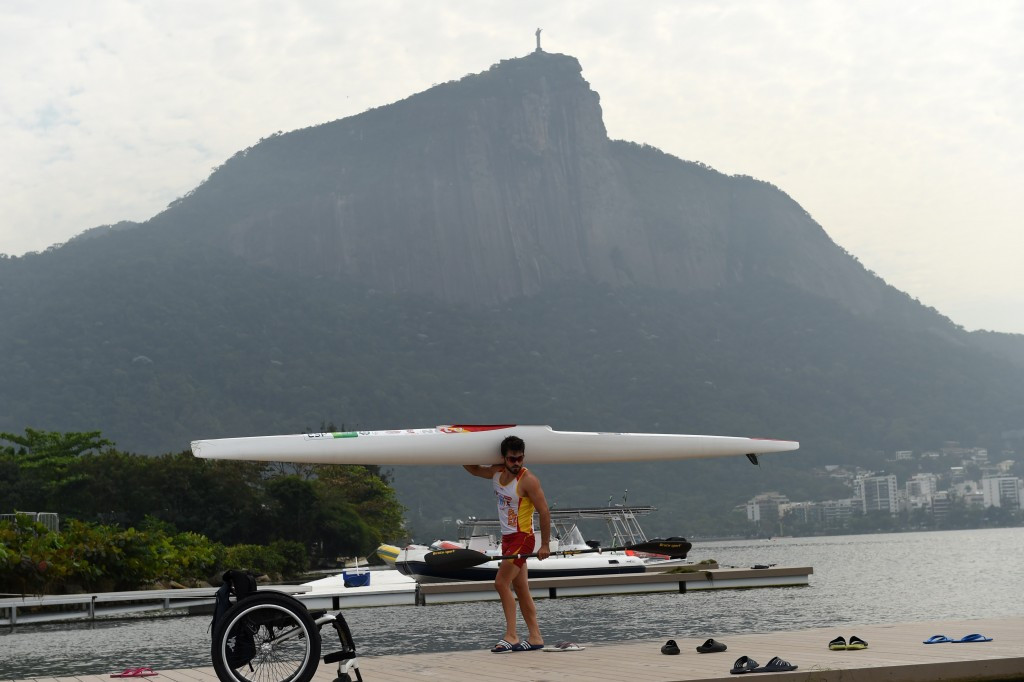 Cutting edge technology for Rio 2016 is proposed by the ICF for competitors at September's Canoe Sprint Test event impeded by algae and weeds ©Getty Images