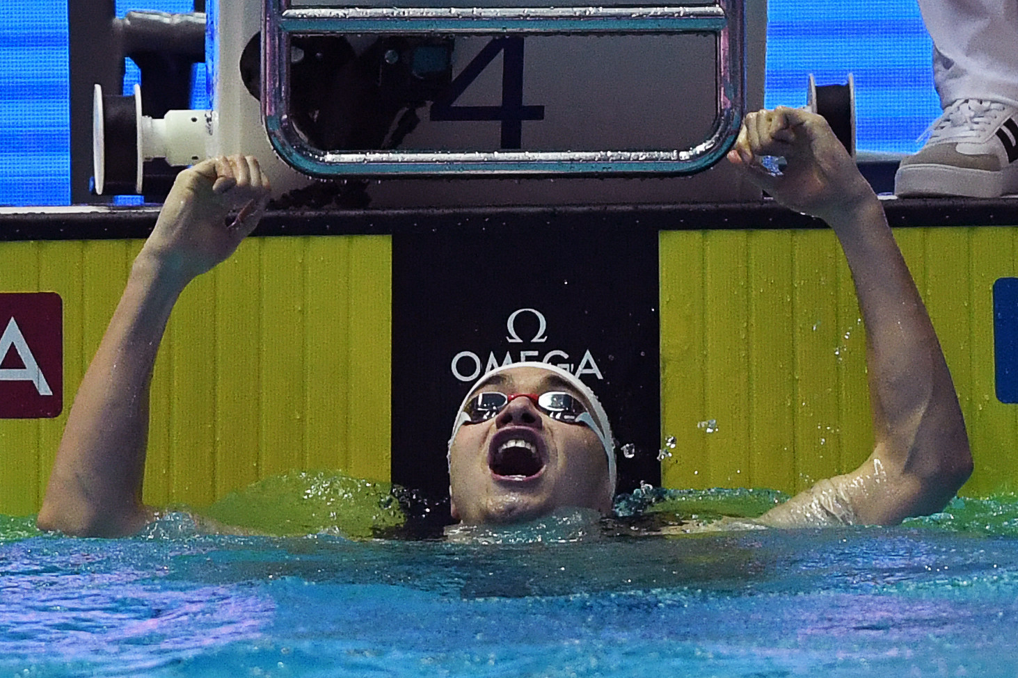 Kristóf Milák celebrates his gold medal and world record ©Getty Images