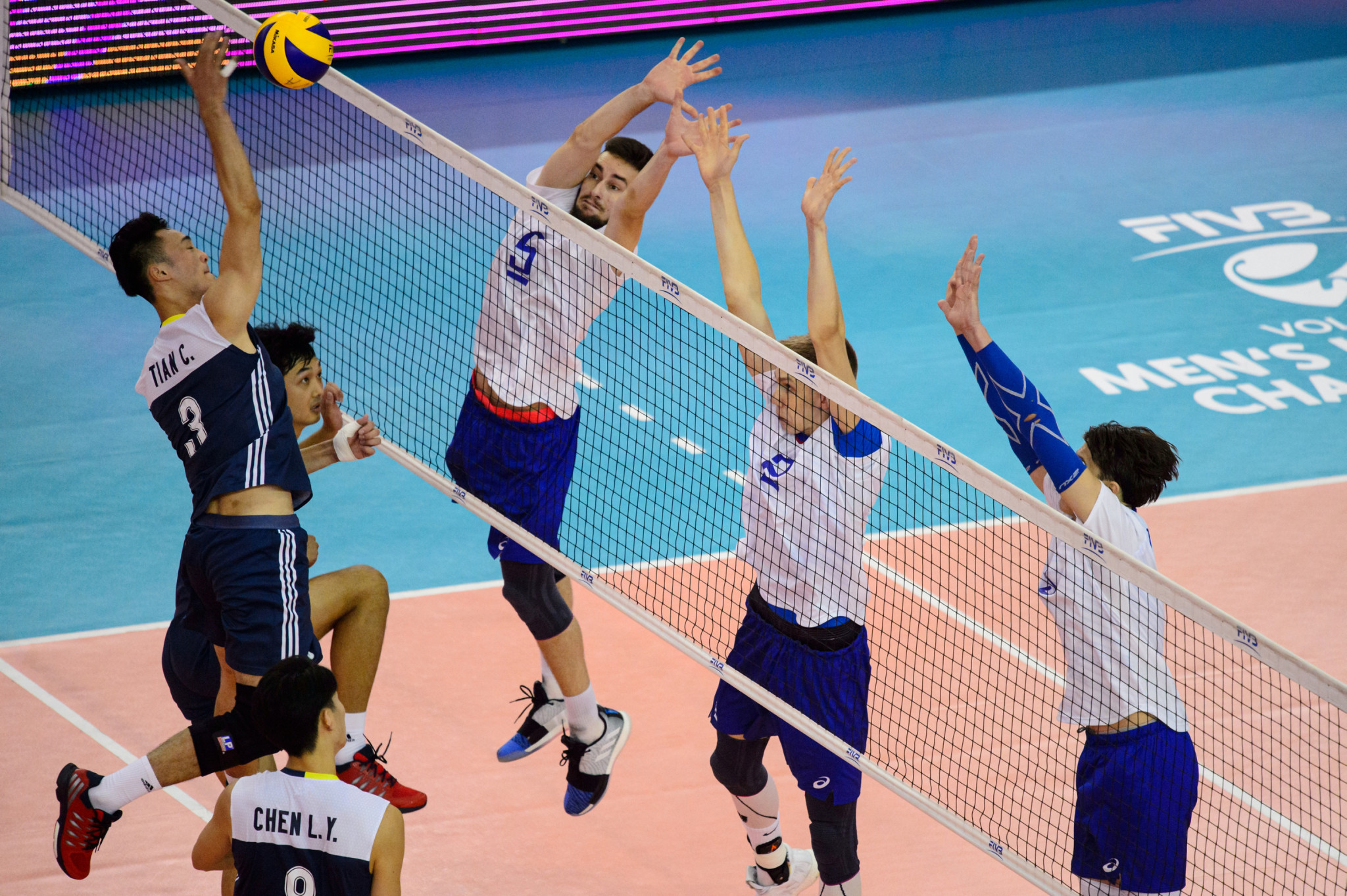 Russia defeated China to reach the semi-finals ©FIVB