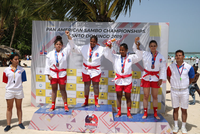 Ruth Montero won gold medals indoors and on the sand at the Pan American Championships ©FIAS