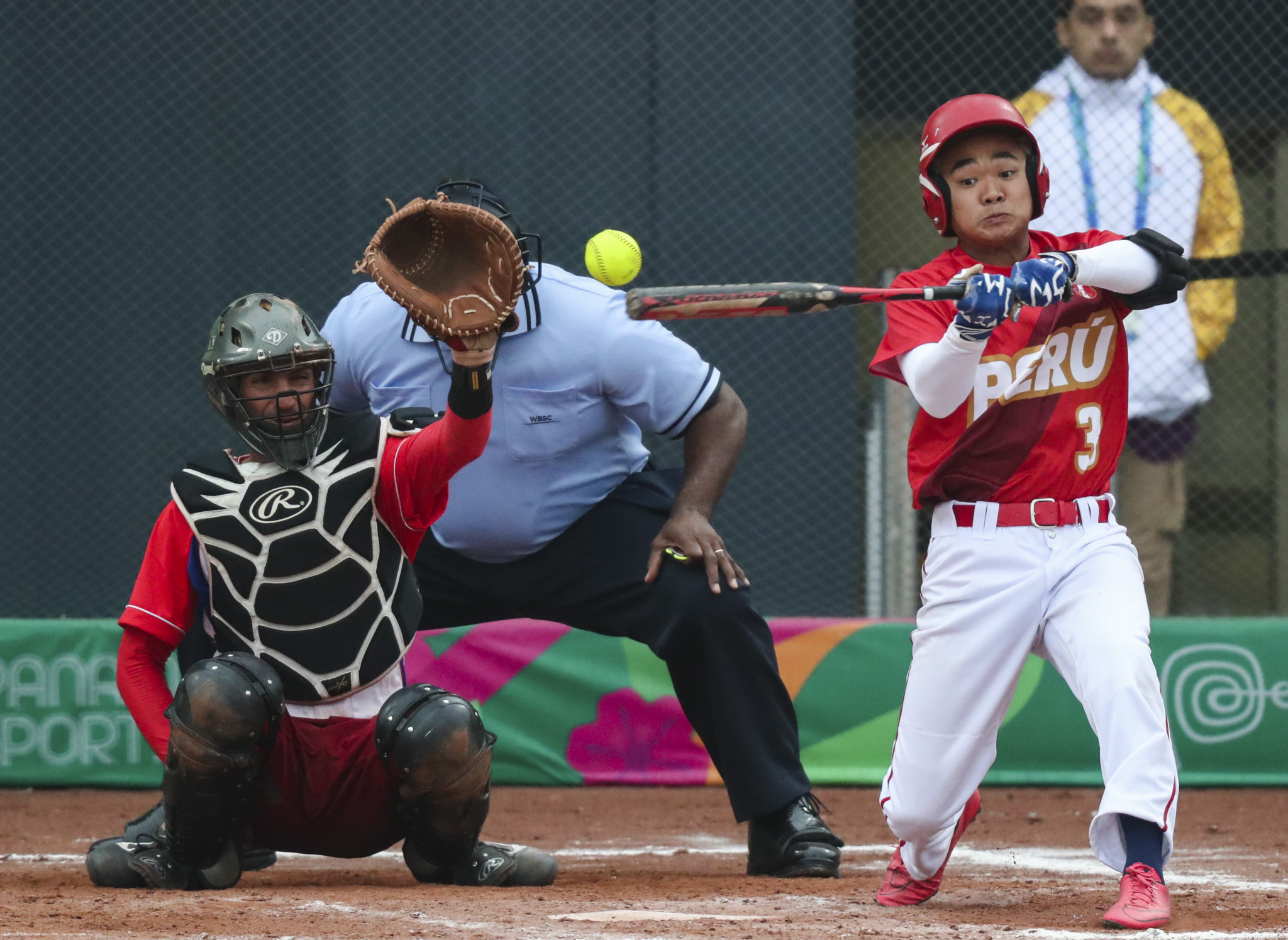 Hosts suffer crushing softball defeat while world champions Argentina triumph at Lima 2019