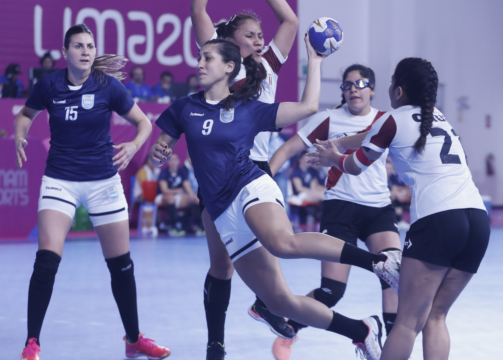 There was further misery for Peru in the women's handball with a 52-7 defeat to Argentina ©Lima 2019