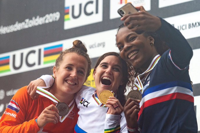 Olympic silver medallist Alise Willoughby of the United States recovered from a crash to clinch the women's title ©Twitter