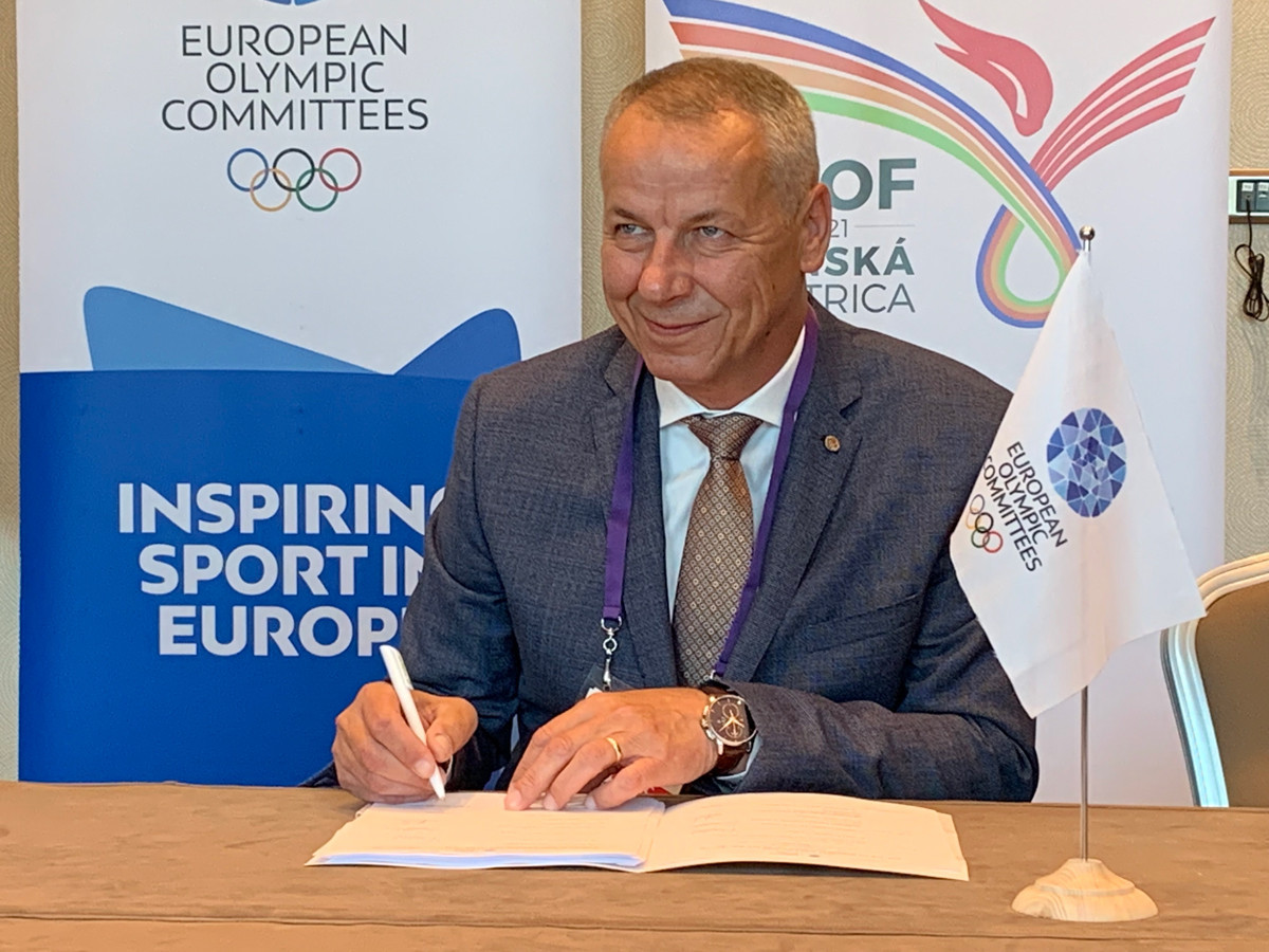 EOC and Banská Bystrica sign host city contract for 2021 Summer EYOF