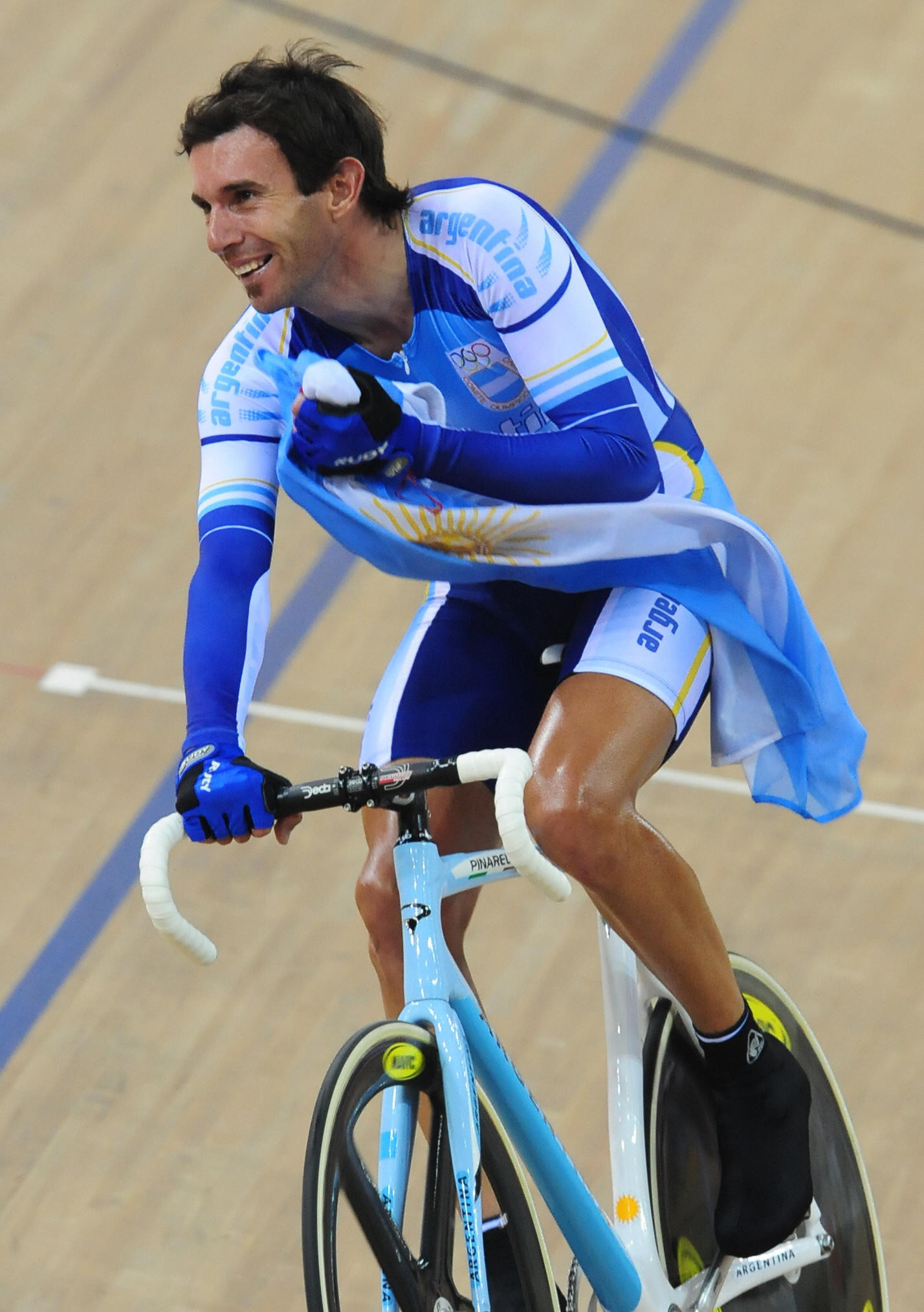 Beijing 2008 madison champion Walter Pérez of Argentina is running to be elected to the Panam Sports Athlete Commission ©Getty Images