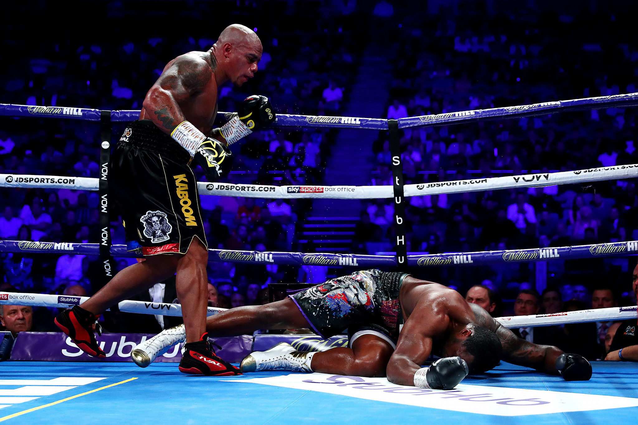 Óscar Rivas knocked down Dillian Whyte during their bout but was unable to secure victory ©Getty Images