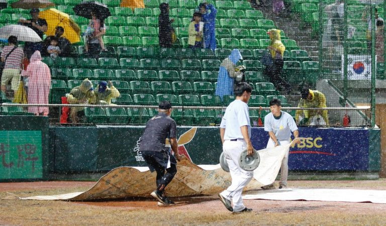 Hosts Chinese Taipei defeated South Korea 9-3 in a match affected by rain delays ©WBSC