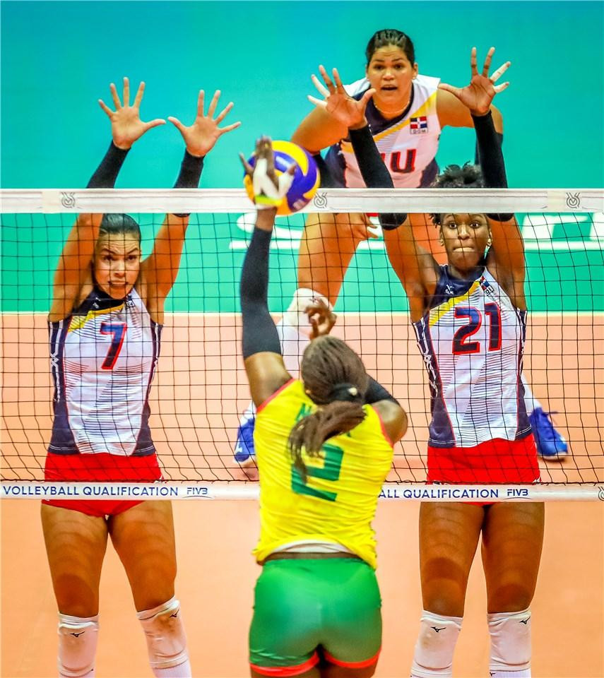Brazil and Dominican Republic are set for a final showdown for a place at the Olympics ©Twitter/FIVB