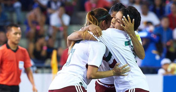 Mexico's women won 7-2 against Bahamas to seal a second successive round robin triumph ©Beach Soccer Worldwide