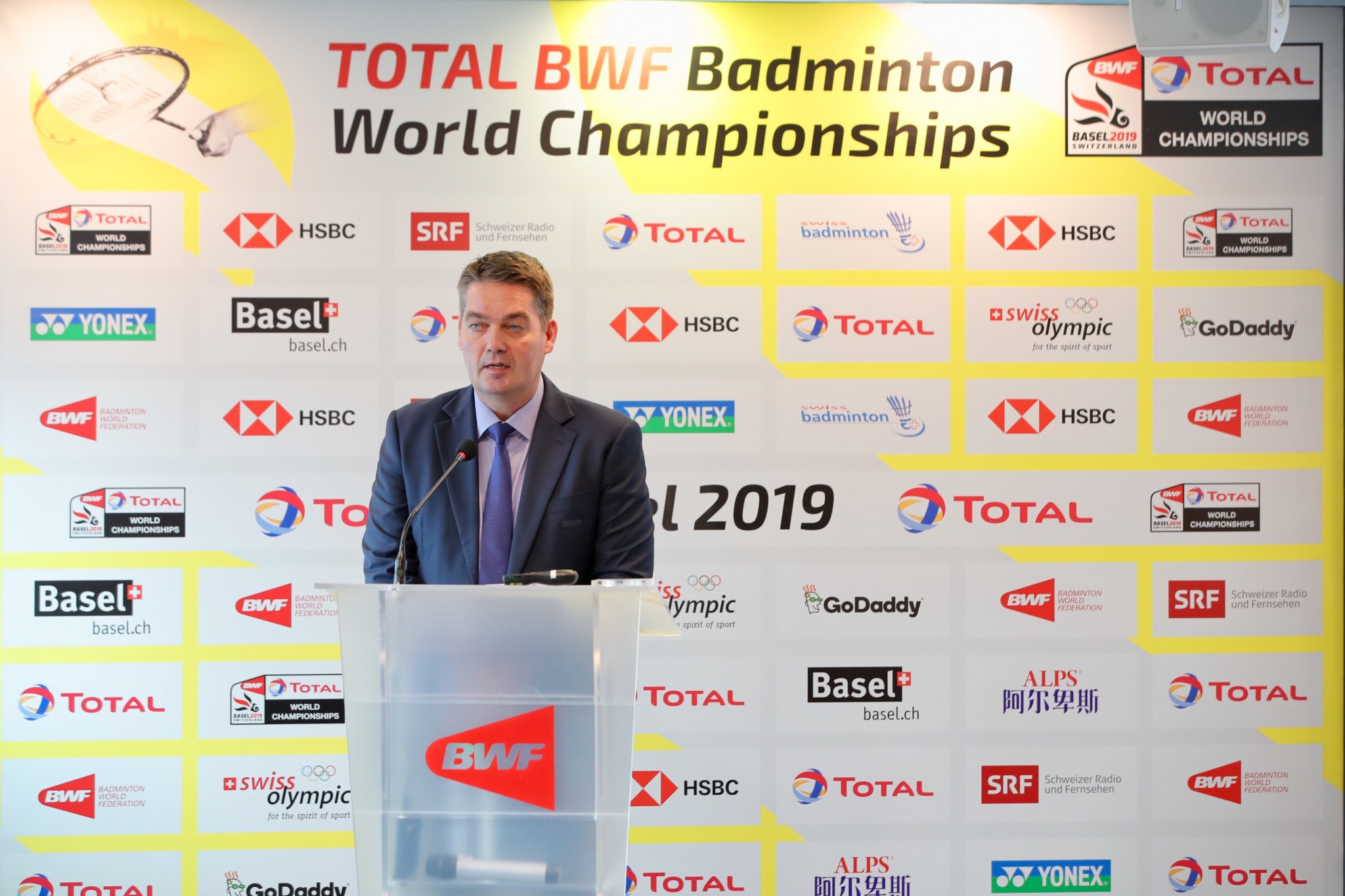 BWF President Poul-Erik Høyer delivered the opening address at the event held for the draw ©BWF
