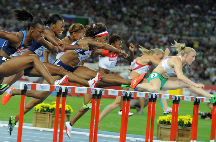 Sally Pearson, right, en route to the world 100m hurdles title in Daegu ©Getty Images