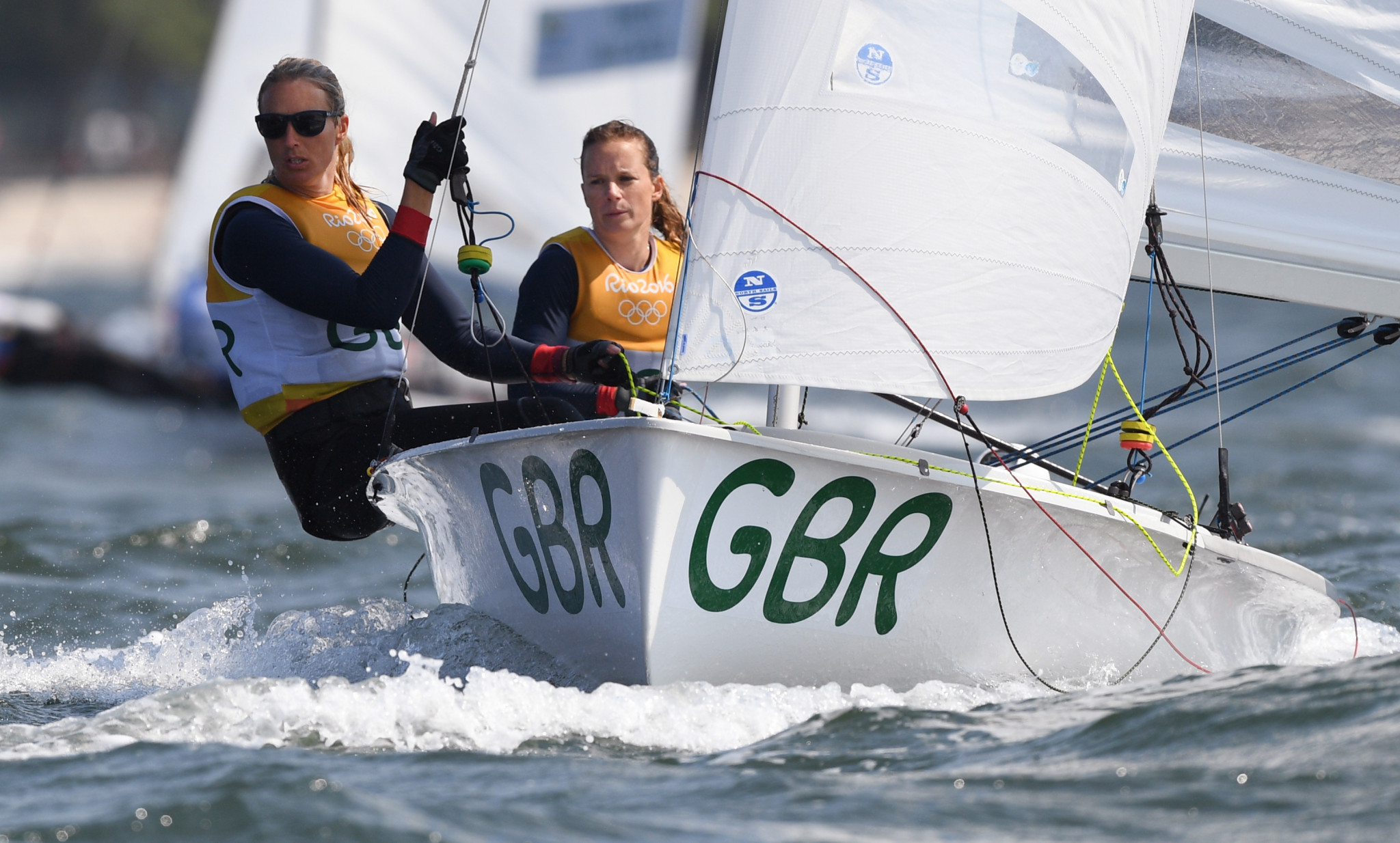 Rio 2016 Olympic champion Hannah Mills, right, and Eilidh McIntyre have a five-point advantage at the top of the women's standings at the 470 World Championships ©Getty Images