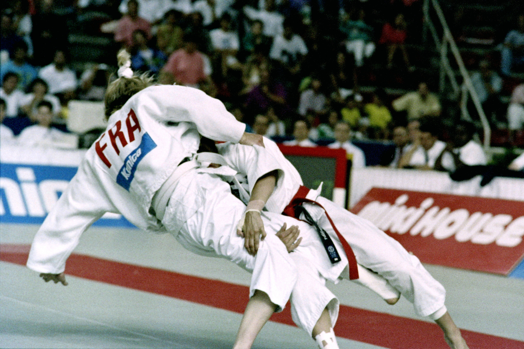 French Cecile Nowak (L) and Austrian Michaela Bornemann fight during the World championships final in judo, on July 28, 1991, in Barcelona ©Getty Images