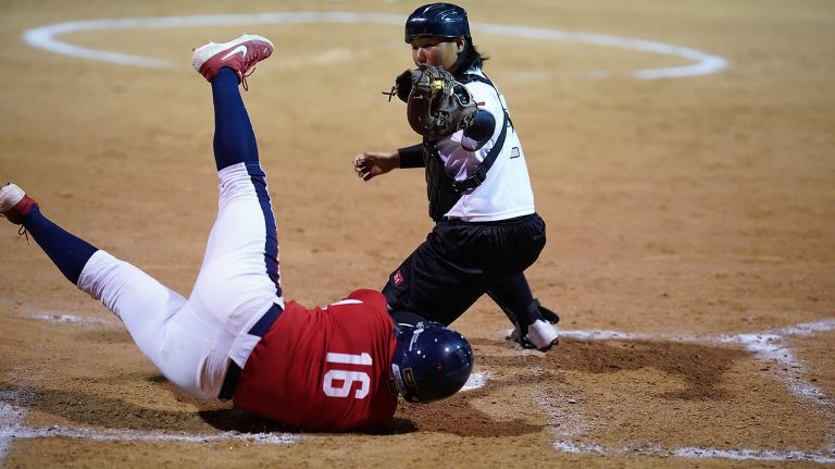US inflict Japan's first defeat to move top of super-round standings at WBSC Under-19 Women's Softball World Cup