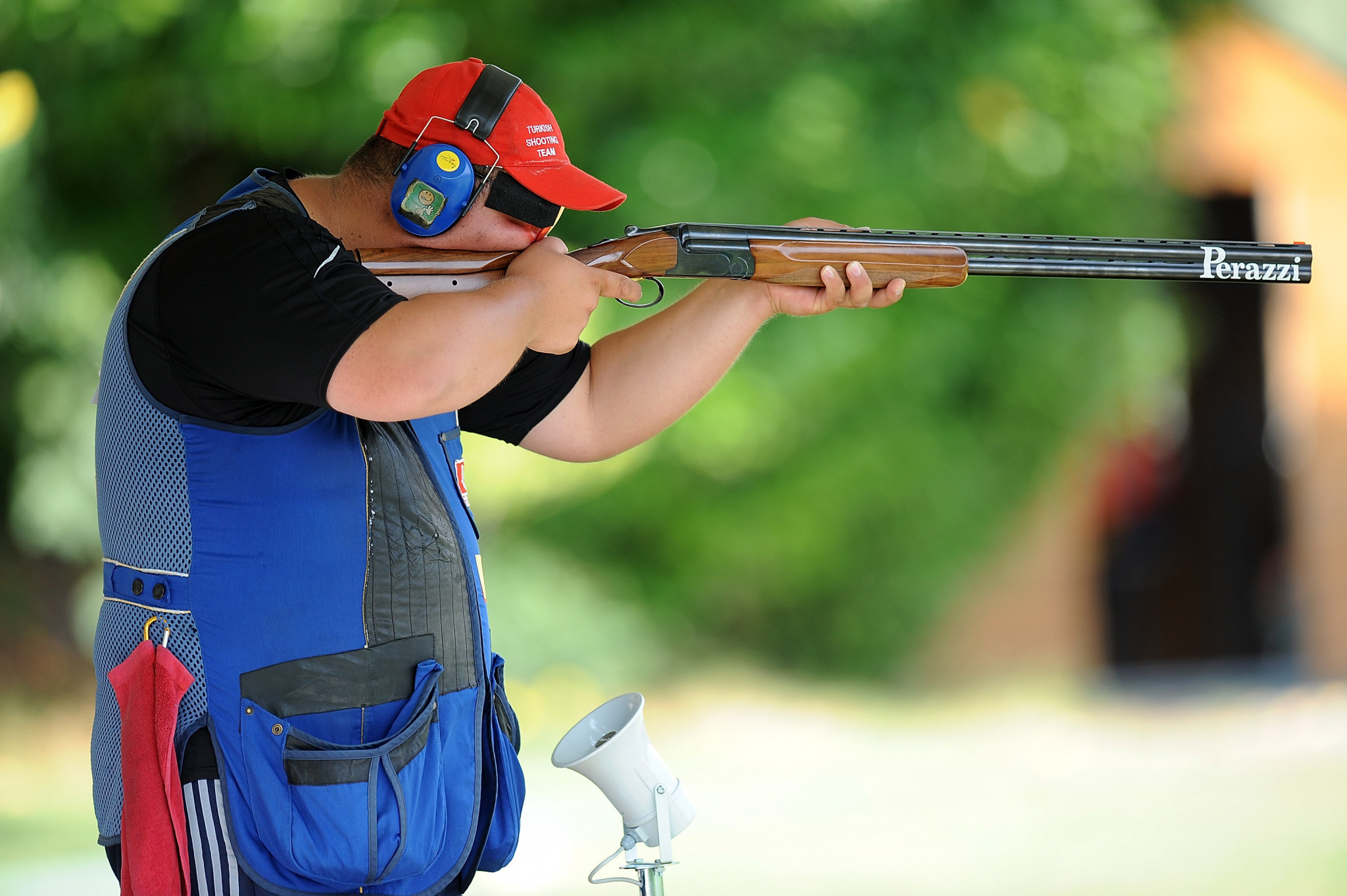 Turkey's Yavuz Ilnam has taken the lead in men's trap qualification ©Getty Images