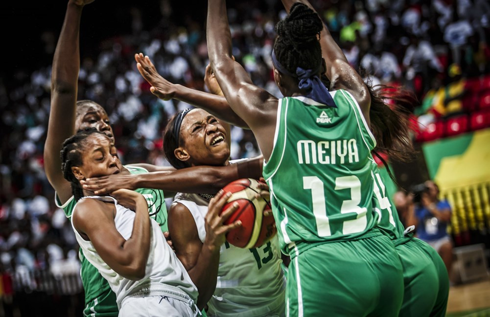 Evelyn Akhator, centre, was once again the key figure for the Nigerians in their semi-final win over Mali ©FIBA