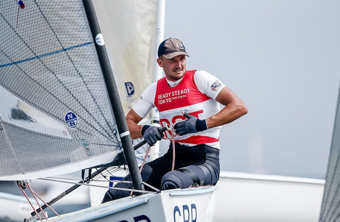 Giles Scott leads in the finn class in Tokyo ©World Sailing