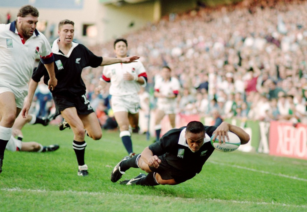 The opening flourish - Jonah Lomu touches down for his first of four tries in the 1995 Rugby World Cup semi-final against England having reduced the defence to flotsam in his wake ©Getty Images